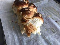 Τσουρέκια αφράτα και κορδωνάτα για μέρες!-evicita.gr Bread Cake, Pork, Easter, Meat, Kale Stir Fry, Easter Activities, Pork Chops