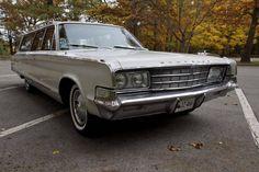 1965 Chrysler New Yorker 9 Passenger Wagon