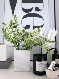 Plateful OF LOVE: marmorivaasissa Siren / Siren and marble vase