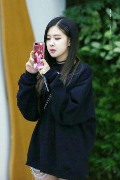 Kkkkkk a capa de celular dela è da ariel. Q fofinha