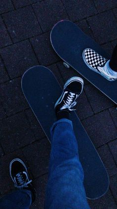 Skate Photos, Skateboard Pictures, Photographie Indie, Skate Girl, Skater Girl Outfits, Skateboard Design, Skateboard Art, Aesthetic Grunge, Aesthetic Boy