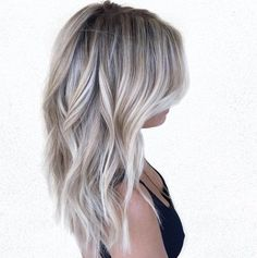 Silvery ash blonde and brown balayage loiro cinza, cabelo balayage, meu cab Grey Blonde, Blonde Wavy Hair, Ombre Hair, Bright Blonde, Blonde Curls, Short Blonde, Icy Hair, Blonde Fall Hair Color, Ash Blonde Bob