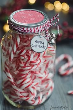 Last Minute Candy Candy Cane Jar Gift // Pretty! Candy Cane Christmas, Merry Christmas, Christmas Jars, Christmas Clipart, All Things Christmas, Christmas Time, Christmas Crafts, Cosy Christmas, Homemade Christmas
