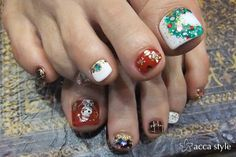 Christmas  toenails..you would be the only one with these! via Rabbit