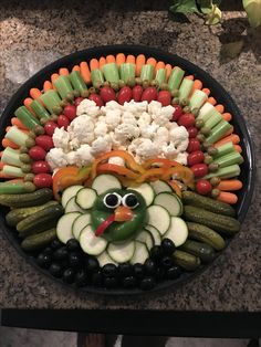 Thanksgiving relish tray. Inspired by other Pinterest pics Thanksgiving Food Crafts, Thanksgiving Vegetables, Thanksgiving Appetizers, Thanksgiving 2020, Meat Appetizers, Appetizer Recipes, Harvest Appetizers, Turkey Veggie Tray, Vegetable Trays