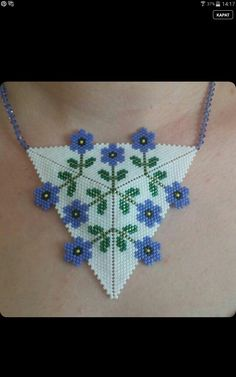 bead off the edge …peyote triangle Beading Projects, Beading Tutorials, Peyote Patterns, Beading Patterns, Seed Bead Jewelry, Seed Bead Earrings, Bead Crafts, Jewelry Crafts, Bracelets