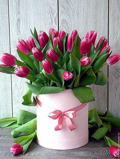 François J. Interiors www. Tulpen Arrangements, Easter Flower Arrangements, Easter Flowers, Beautiful Flower Arrangements, Tulips Flowers, Flowers Nature, Pretty Flowers, Spring Flowers, Planting Flowers