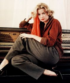 I can't believe how much you favor Grace Kelly in this photo by Milton Greene, 1953