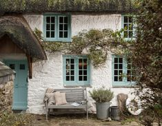 , Under the Rose Cottage: A House to Rent in Cornwall - Hooked on Houses. , Under the Rose Cottage: A House to Rent in Cornwall Cute Cottage, Old Cottage, French Cottage, Cottage Living, Cottage Homes, Country Cottage Interiors, Cottage House Styles, Southern Cottage, Cottage Ideas
