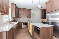 Vous pensez rénover votre maison? Vous voulez consolider votre hypothèque Montréal? Nous vous rendons tout ça plus facile en utilisant votre équité résidentielle. C'est une façon moins dispendieuse de vous permettre d'avoir accès à des fonds supplémentaires en ajoutant un certain montant à votre hypothèque déjà existante. Avec notre Hypothèque marge-de-crédit-d'équité-résidentielle