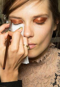 Winged Bronze Smokey eye Makeup Trend for Spring Summer Chloe Spring Summer 2013 trends Diy Beauty Makeup, Makeup Art, Makeup Tips, Beauty Hacks, Hair Beauty, Makeup Ideas, Gold Makeup, Makeup Inspo, Beauty Tips
