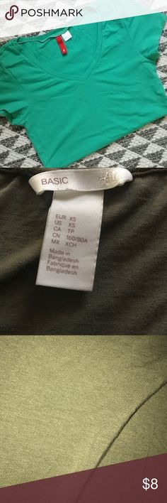 Basic h&m tight fitting green v neck H&M tight fitting basic v neck tee color true to third picture H&M Tops Tees - Short Sleeve