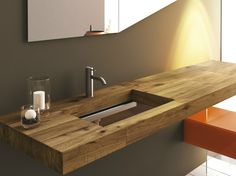 Waschtisch aus Holz und Glas mit auffallendem Design