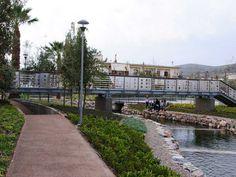 Πλατεία ΠηγώνΣκάλα, Λακωνία2009 - 2015ΔημόσιοΟλοκληρώθηκε5600 τ.μ.Η Utopia landscapes σχεδίασε το σύνολο των χώρων της Πλατείας Πηγών, της κεντρικής πλατείας της πόλης της Σκάλας στη Λακωνία. Στο σημείο αναβλύζουν πηγές, όπως υποδηλώνει και το τοπωνύμιο. Η περιοχή λοιπόν, παρ' ότι αστική, αποτελεί ένα πολύ ευαίσθητο φυσικό υδάτινο οικοσύστημα.Η βασική ιδέα σχεδιασμού επικεντρώθηκε στην προστασία και στην ανάδειξη του φυσικού οικοσυστήματος, μετατρέποντας το ταυτόχρονα σε χώρο συνάθροισης Sequence Of Events, Central Square, Water Systems, Urban Design, Water Features, The Locals, Fresh Water, Greece, Restoration