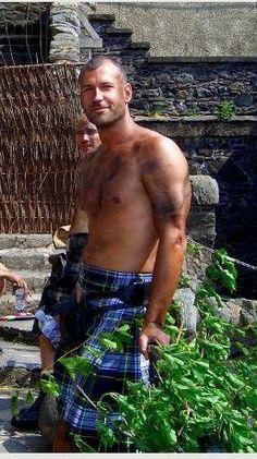 Shirtless man in a kilt! Scotland Men, Men Dress Up, Scottish Man, Tartan Kilt, Men In Kilts, Many Men, Shirtless Men, Gorgeous Men, Beautiful People