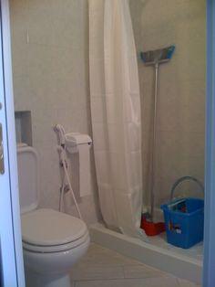 bagno zona doccia e water
