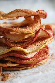 Appelchips - zo makkelijk, snijden, strooien en op 100 gr in oven