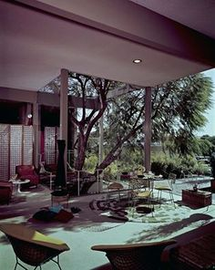 'The Diamond chair...probably one of the most iconic mcm pieces ever. Check its story clicking on the pic. Photo: Henry's Furniture Showroom, Long Beach, CA Taken by Julius Shulman