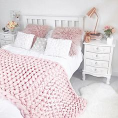"""1,692 Likes, 32 Comments - Becky (@milkbubbleteablog) on Instagram: """"Absolutely adore my chunky knit blanket from @wool_hugs ☺️ it's literally Pinterest perfect and…"""""""