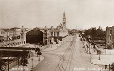 Postal n. 18, vista da imponente e majestosa Estação da Luz. Do lado esquerdo, o edifício do Liceu de Artes e Ofícios, hoje Pinacoteca de São Paulo.
