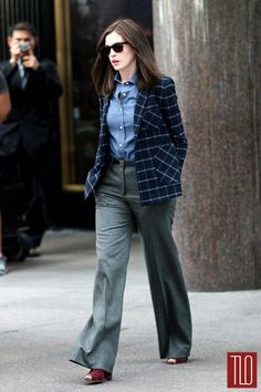 the intern anne hathaway outfits - Buscar con Google