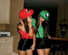Awesome bff Halloween costume we need to do this abigail Mario And Luigi Halloween, Mario And Luigi Costume, Mario E Luigi, Fantasia Mario Bros, Fantasia Super Mario, Bucket List For Girls, Bucket Lists, Duo Costumes, Costume Ideas