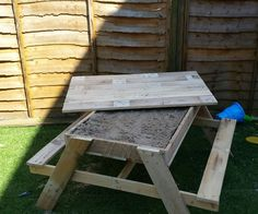 Cute Kids Sandpit & Picnic Table #garden #kids #pallettable #picnictable #recyclingwoodpallets #sandpit Made from 3 pallets. It's a kids sand pit and a table at the same time. ...