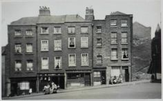 Winetavern Street, Dublin, original buildings, now demolished. Ireland Pictures, Old Pictures, Old Photos, Dublin Street, Dublin City, Black And White City, Narrow House, Photo Engraving, Dublin Ireland