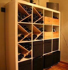 Matériel : - 1 x EXPEDIT, Etagère 4x4 (400.476.75) - 10 x étagère mdf - Caisses de vin - BRANÄS, Paniers, Rotin (001.384.32) Description : J'ai utilisé des