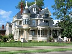 The Pillow-Thompson House in Helena, Arkansas. This Queen Anne mansion was built in Victorian Architecture, Beautiful Architecture, Beautiful Buildings, Beautiful Homes, Architecture Design, House Beautiful, Victorian Style Homes, Victorian Houses, Old Mansions