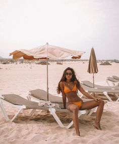 Days pass so fast here - Poses para fotos - Bikini Beach Babe, Summer Beach, Summer Vibes, Girl Beach, Summer Pictures, Beach Pictures, Bikini Beach, Bikini Swimwear, Swimsuits