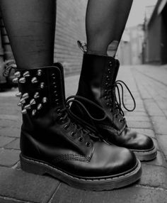 Dr. Martens - Spike accent