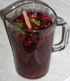 Sangria de Frutos Silvestres - The best recipes from Portugal Fruit Juice Recipes, Non Alcoholic Cocktails, Portuguese Recipes, Portuguese Food, Tasty, Yummy Food, Food Goals, Food Shows, Party Drinks