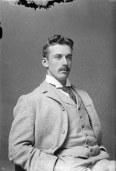Vintage Photo of a Handsome Man Portraits Victoriens, Vintage Beauty, Vintage Fashion, Victorian Men, Victorian Photos, Vintage Gentleman, Style Masculin, Vintage Mode, Vintage Style