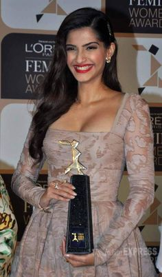 Sonam Kapoor posing with the trophy at a Femina Women Awards 2015 event. #Bollywood #Fashion #Style #Beauty