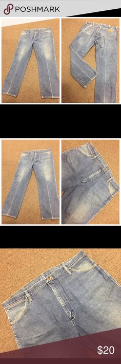 WRANGLER DISTRESSED DENIM BLUE JEANS SZ 42 x 32 WRANGLER DISTRESSED DENIM BLUE JEANS SZ 42 x 32. Tag states inseam is 30 - but it measures 32 inches. Made of 100% Cotton. Autographed on the inside of the pockets. Please see photos for more information.  062317–4 drnerds Wrangler Jeans