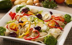 Λόγω της ημέρας μια σαλάτα με μπακαλιάρο επιβάλλεται - http://ipop.gr/sintages/salates/logo-tis-imeras-mia-salata-me-mpakaliaro-epivallete/