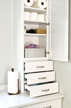 This Drawer Stack And Wall Cabinet Combination By Aristokraft Cabinetry Provides Loads Of