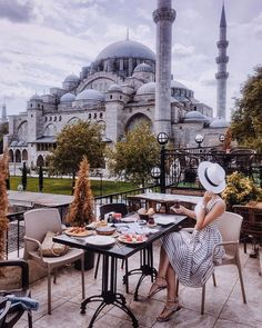 🇹🇷Suleymaniye Camii-Feels like endless 1000 and 1 night fairytale Istanbul City, Istanbul Travel, Istanbul Guide, Visit Istanbul, Places Around The World, Travel Around The World, Around The Worlds, Turkey Destinations, Travel Destinations