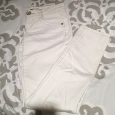 Jolt white jeans Jolt white jeans. A little pile but you can barely tell Jolt Jeans Straight Leg