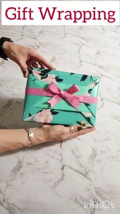 Creative Gift Wrapping, Creative Gifts, Wrapping Gifts, Wrapping Ideas, Diy Crafts Hacks, Diy Crafts For Gifts, Gift Wrapping Techniques, Gift Wraping, Diy Gift Box