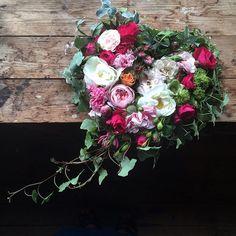Ett hjärta till en saknad liten ängel.... #minaidéer #mindröm #minaffär #florist #blommor #hjärta #gravsmyckning #ängel #sorg #sorgbinderi #saknad Funeral Arrangements, Floral Wreaths, Funeral Flowers, Art Floral, Instagram Posts, Flower Arrangements, Weddings, Fiestas, Grief
