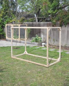 DIY raised garden bed enclosure fence, protect garden raised bed from animals and critters Diy Garden Bed, Diy Herb Garden, Vegetable Garden Design, Garden Fencing, Edible Garden, Raised Garden Beds, Raised Beds, Veg Garden, Deer Resistant Garden