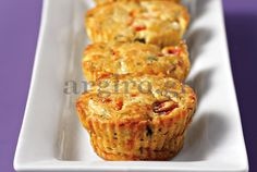 Mini muffins with feta and peppers Savory Muffins, Mini Muffins, Savory Snacks, Party Finger Foods, Finger Food Appetizers, Party Snacks, Greek Cake, Croissant, Macarons