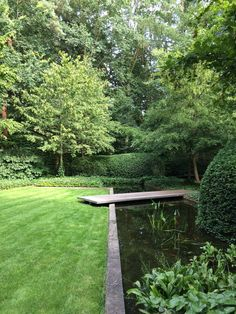 34 creative garden ideas and landscape tips 3 / Modern Landscaping, Backyard Landscaping, Backyard Ponds, Water Features In The Garden, Garden Architecture, Diy Garden Projects, Garden Spaces, Water Garden, Garden Ponds