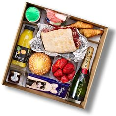 Graze Box, Breakfast Basket, Picnic Box, Best Gift Baskets, Girlfriend Anniversary Gifts, Brunch, Food Stations, Food Packaging Design, Cute Food