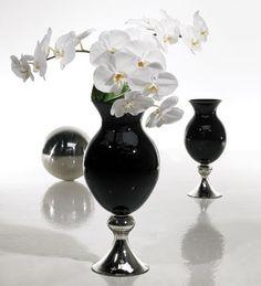 Sleek, Modern Glass Vase for Wedding Decor Contemporary Wedding Decor, Modern Decor, Paris Wedding, Dream Wedding, Wedding Stuff, Wedding Ideas, Colored Vases, Black Vase, Modern Glass