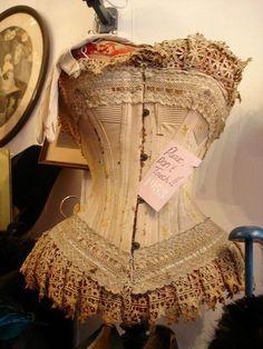 Vintage corset- Gypsy Purple home. Vintage Corset, Victorian Corset, Vintage Lingerie, Vintage Lace, Victorian Fashion, Vintage Fashion, Lace Corset, Vintage Outfits, Vintage Dresses