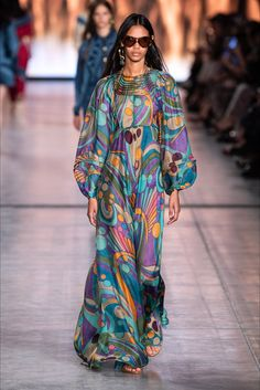 Alberta Ferretti Spring 2020 Ready-to-Wear Fashion Show - Vogue Fashion 2020, Daily Fashion, Runway Fashion, Boho Fashion, High Fashion, Fashion Dresses, Fashion Tips, Fashion Trends, College Fashion