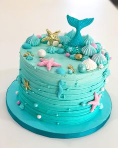 Under the Sea Cookie Desserts Under the Sea inspiration for your party! Check out our planning guide with ideas on decor, dresses, & more. Credit: (IG) Under the Sea Quinceañera Ocean Birthday Cakes, Little Mermaid Birthday Cake, Ocean Cakes, Birthday Cake Girls, 5th Birthday, Beach Cakes, Birthday Ideas, Lollipop Cake, Cupcake Cakes